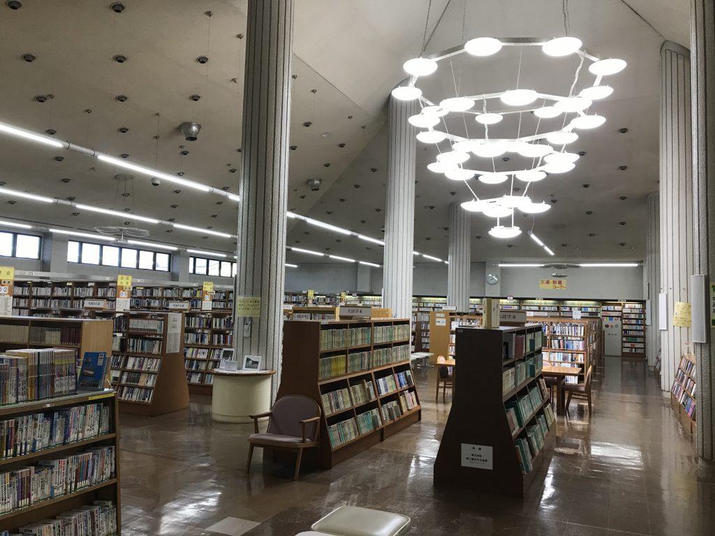山形市立図書館のシンボルであるシャンデリアが新しくなりました。